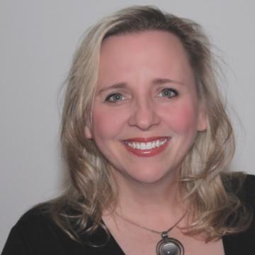 Headshot image of Jest Murder Mystery Co. Entertainer Laura Ash